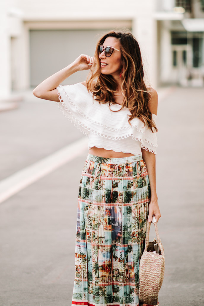 6b02e5c2c923 Pleated Midi Skirt in Postcard Print – Coffee Cups and Roses